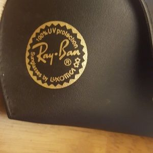 Ray-Ban Accessories - Ray-Ban case and cloth cleaner